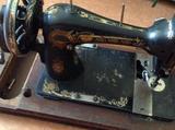 Антиквариатная швейная машина
